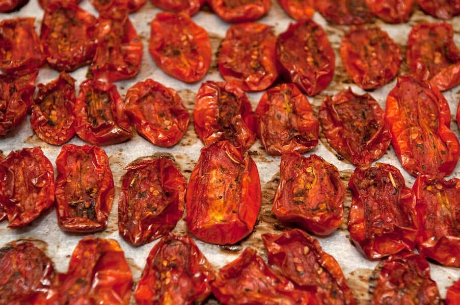 Вяленые помидоры в микроволновке, ингредиенты на 1 кг свежих помидор