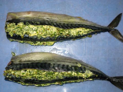 Заполняем рыбу соусом