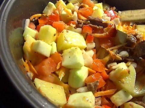 Овощное рагу с дешевой тушенкой
